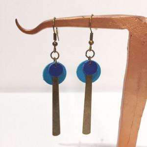 Boucles d'oreilles en laiton et cuir bleu