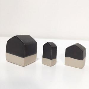 Trio de maisons en céramique