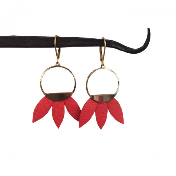 boucles d 39 oreille en cuir rouge faites le mur morlaix boutique de cr ateurs galerie. Black Bedroom Furniture Sets. Home Design Ideas